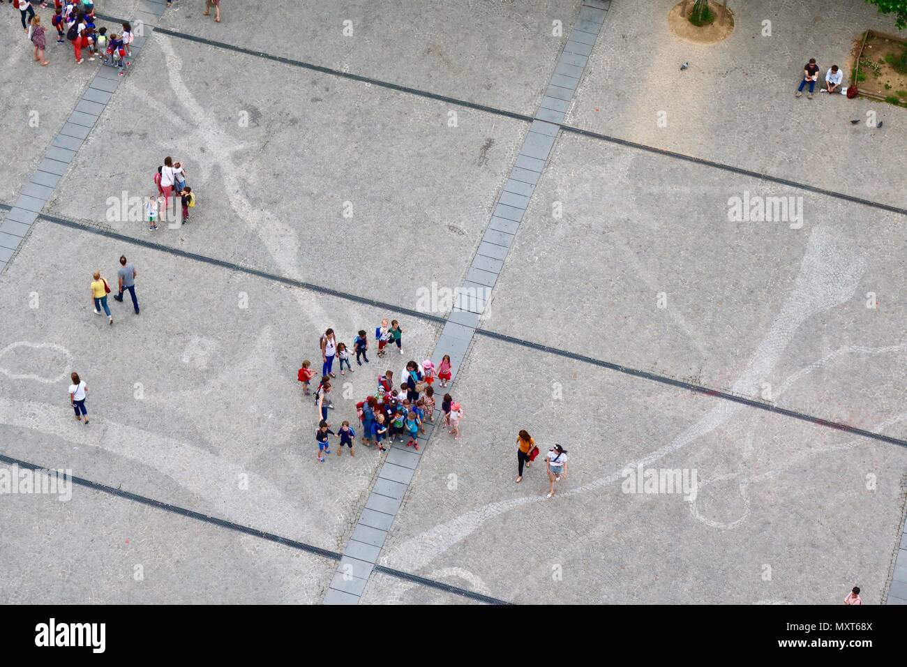 Paris, France. Hot bright sunny spring day, May 2018. School children heading for the Pompidou Centre. - Stock Image