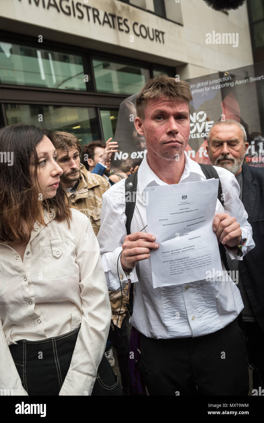 Westminster Magistrates' Court, London. September 16th 2016. A visibly shaken and tearful Lauri Love leaves Westminster Magistrates' Court to face the - Stock Image