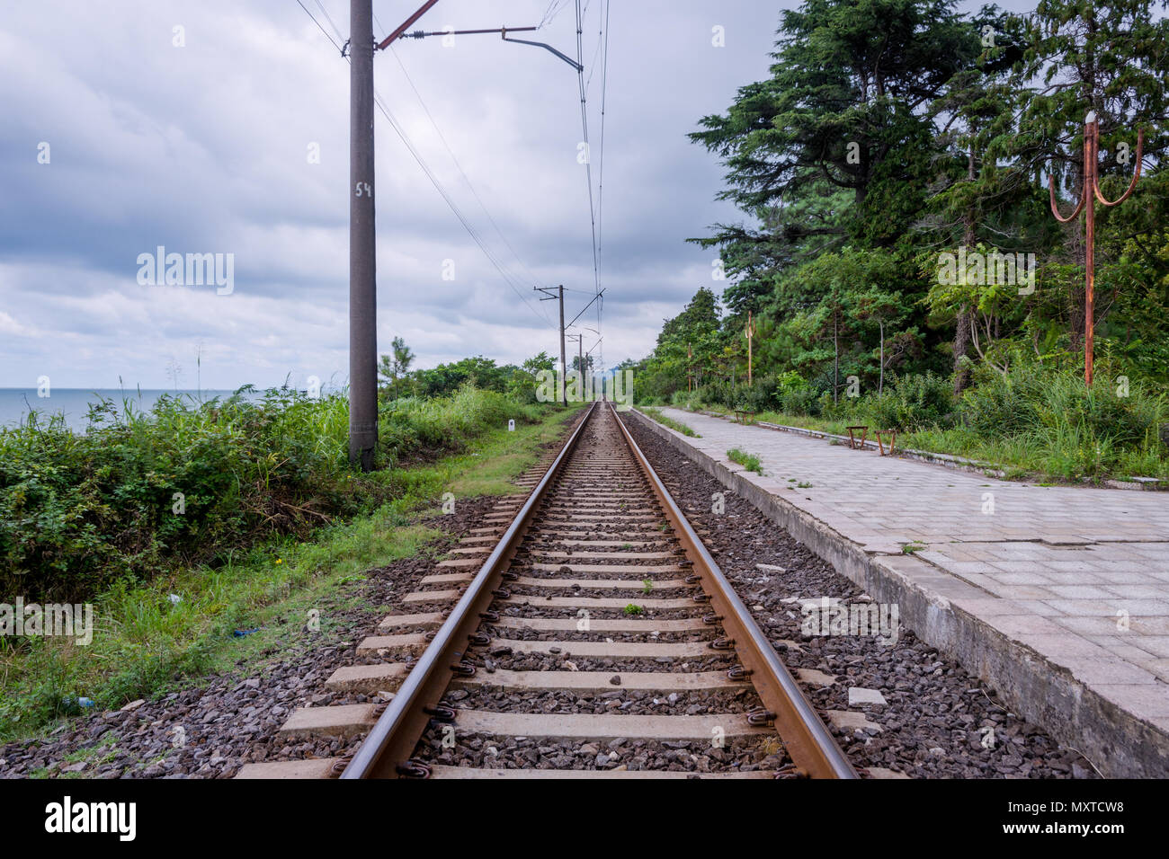 Railway and the platform, central perspective - Stock Image
