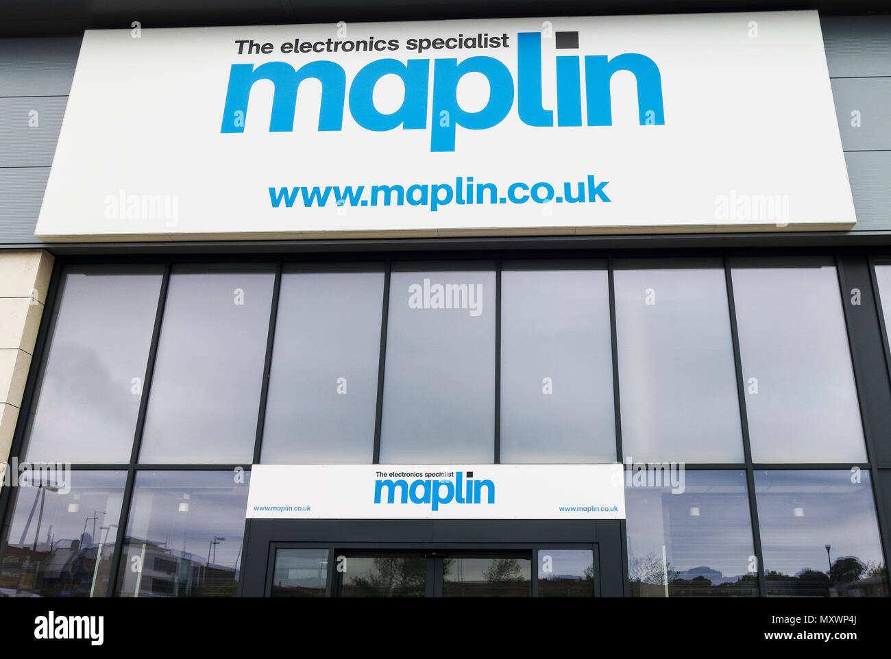Logo and sign of the UK electronics retailer Maplin - Stock Image
