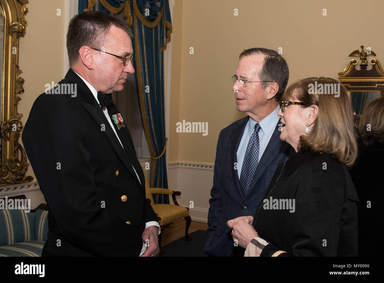 161218-N-HG258-027 WASHINGTON (Dec. 18, 2016) Senior Chief Petty Officer Keith Arneson, left, meets former Chairman of the Joint Chiefs of Staff, Adm. Michael Mullen and his wife, right, backstage after the Sunday afternoon Navy Band Holiday Concert held at DAR Constitiution Hall in Washington, D.C. The Navy Band hosted thousands of people from the Washington area as well as hundreds of senior Navy and government officials during its three annual holiday concerts.  (U.S. Navy photo by Senior Chief Petty Officer Stephen Hassay/Released) - Stock Image