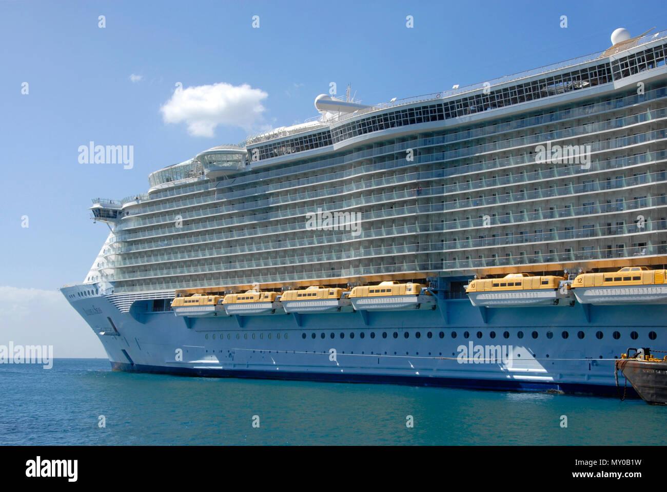 Large cruise ship moored at Philipsburg, St Maarten, Caribbean - Stock Image