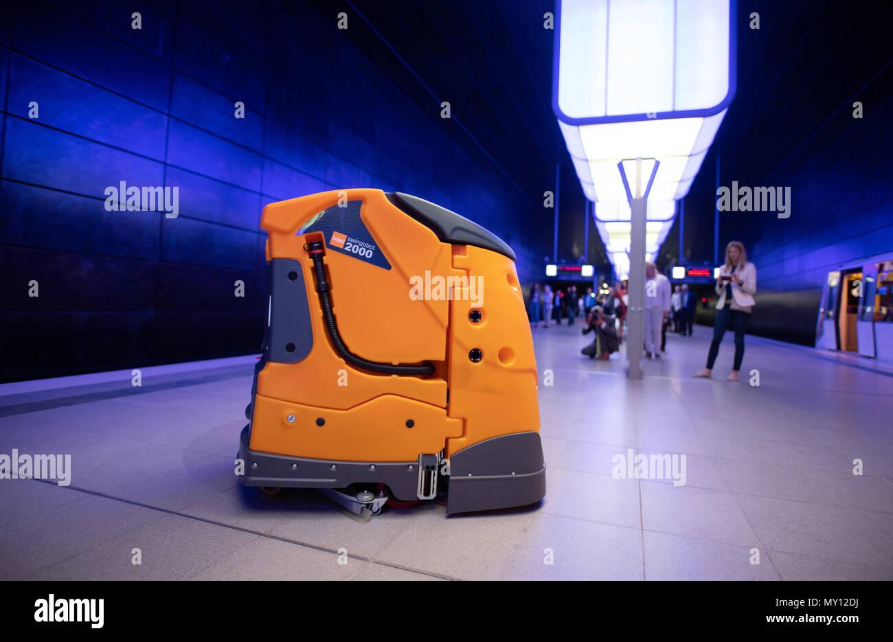 Autonomous Cleaning Robot Stock Photos & Autonomous Cleaning
