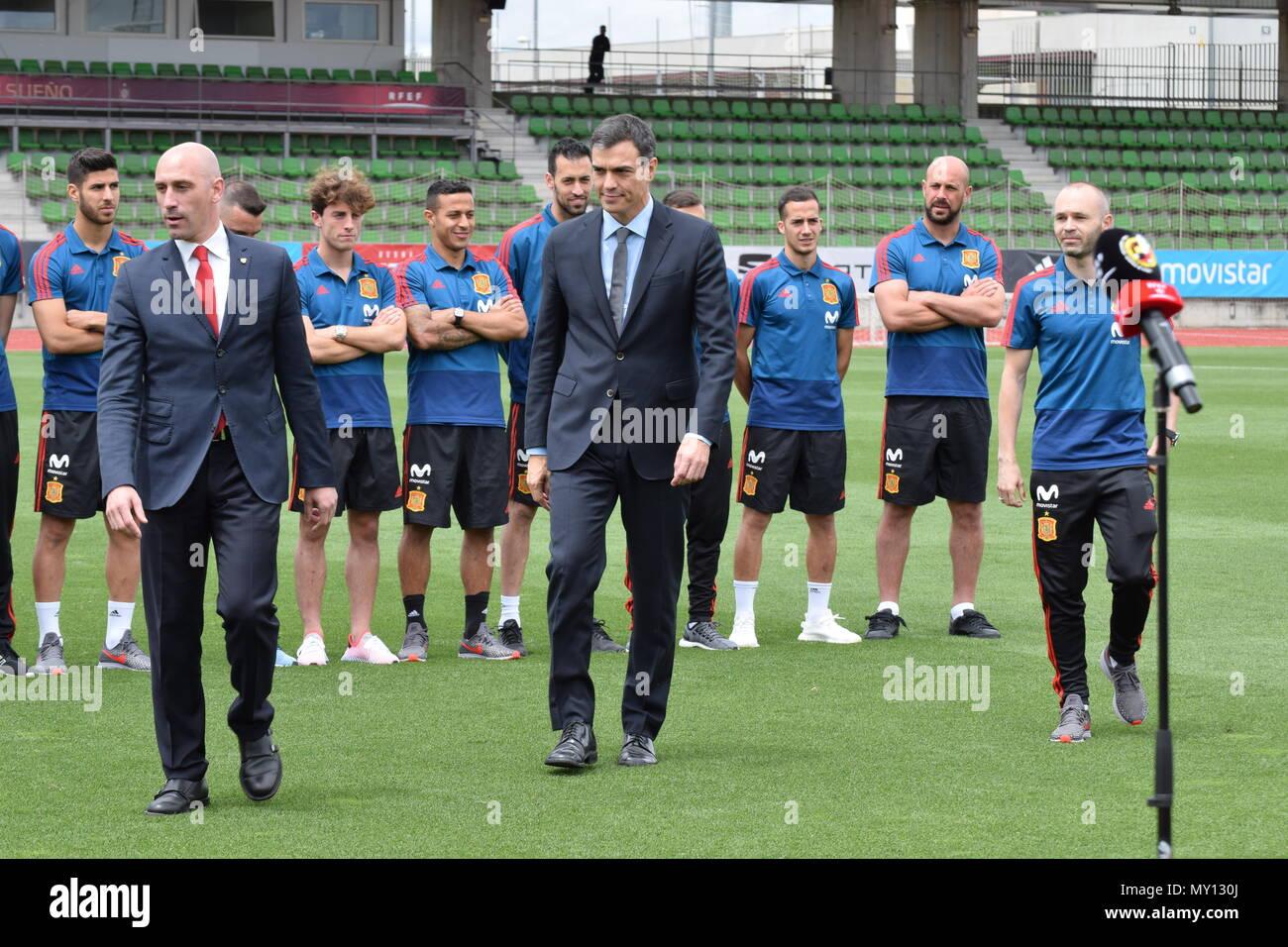 Posado institucional con representantes de la RFEF y de la Selección  Española ff9eaa991cc71