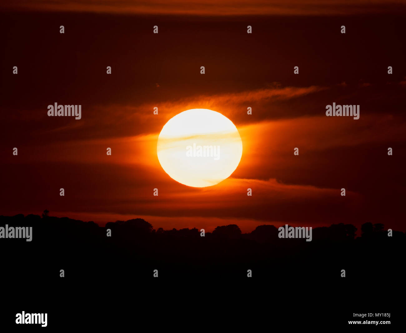 Ashbourne, Derbyshire. 5th Jun, 2018. UK Weather: spectacular sunset over the ancient woods Hazleton Clump Cairn near Thorpe taken from Ashbourne Derbyshire, Peak District National Park Credit: Doug Blane/Alamy Live News Stock Photo