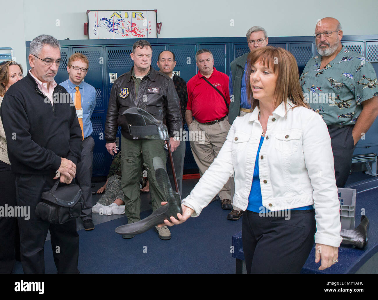 Lori Leal, Center for the Intrepid secretary, explains the capabilities of the Intrepid Dynamic Exoskeletal Orthosis to civic leaders from Joint Base McGuire-Dix-Lakehurst Nov. 30, 2016 at Joint Base San Antonio-Ft. Sam Houston, Texas. The civic leaders also toured a C-5M Super Galaxy aircraft, the Medical Training and Education Campus at Joint Base San Antonio-Ft. Sam Houston. (U.S. Air Force photo by Benjamin Faske) - Stock Image