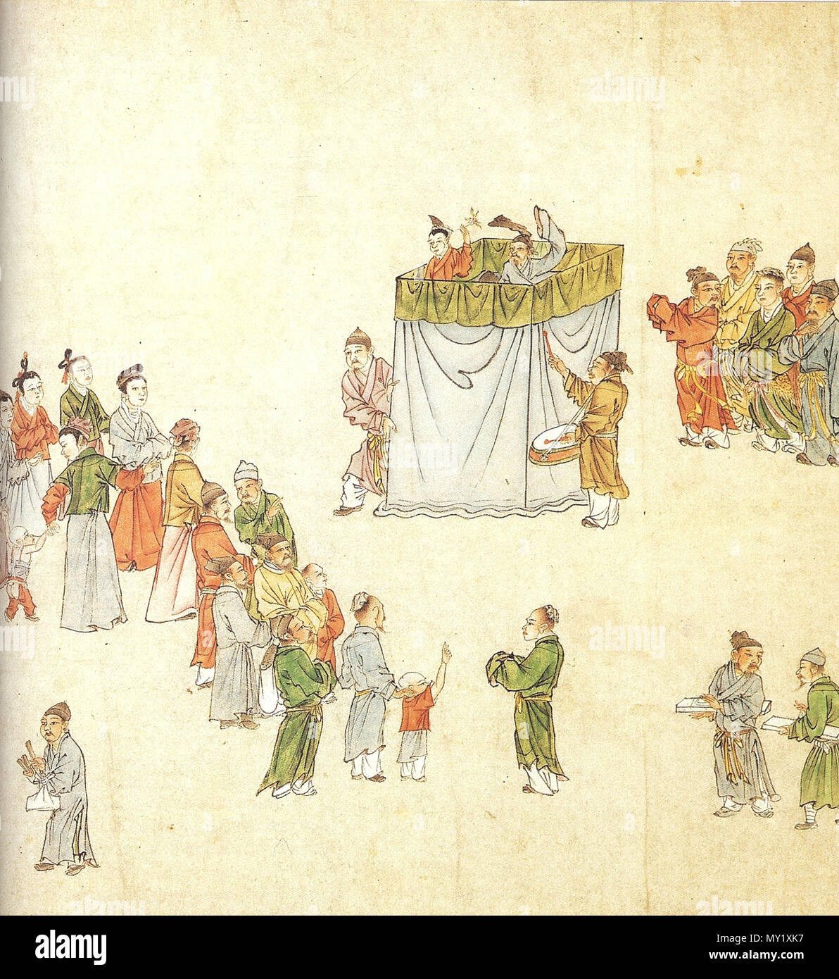 . Story-tellers and puppeteers in China entertained city-dwellers with much the same stories that playwrights worked into their polished dramatic texts. Detail from a fourteenth-century handscroll in ink and colour on paper. 14th century AD. Yuan Dynasty artist 441 Puppeteers draw a crowd, Yuan Dynasty - Stock Image