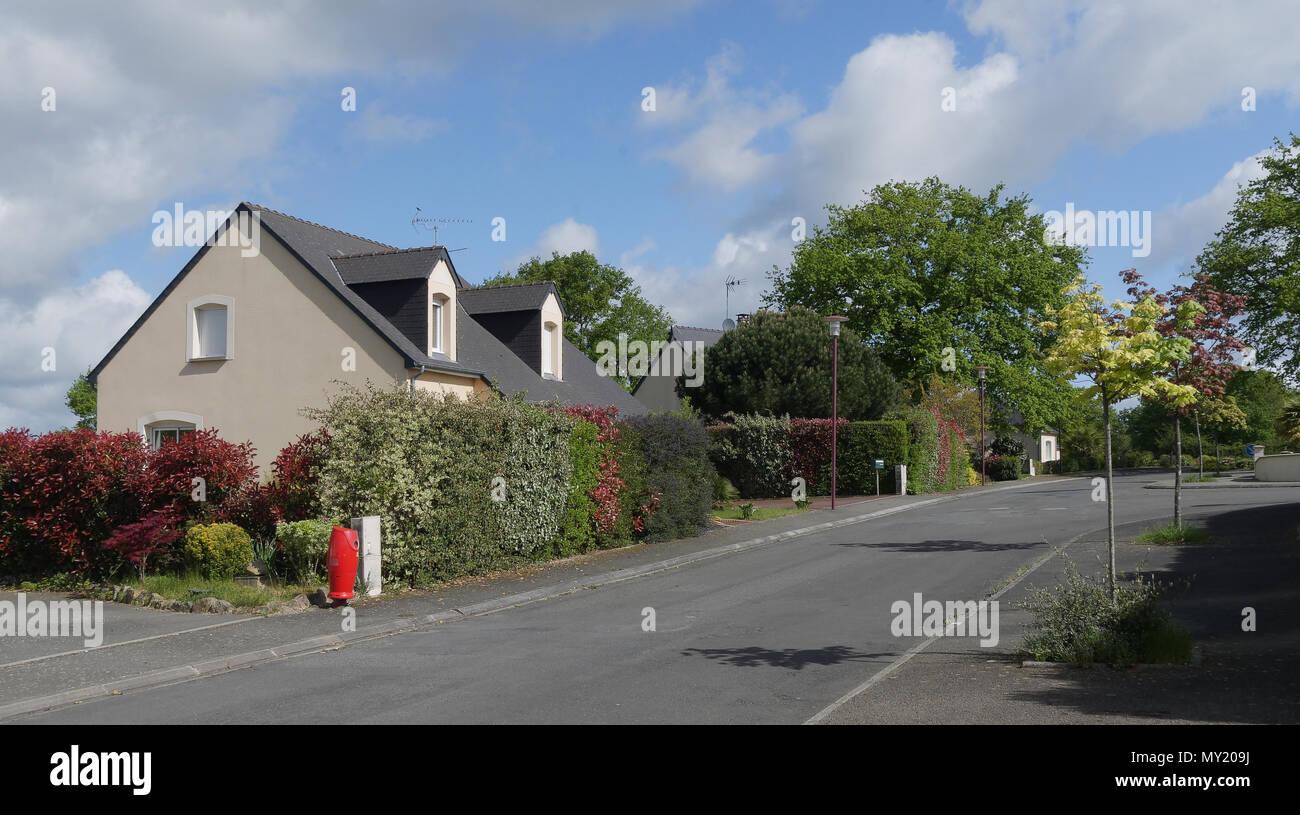 Street with pavilions, on the outskirts of Laval city (La Chapelle-Anthenaise, Mayenne department, Pays de la Loire, France). - Stock Image