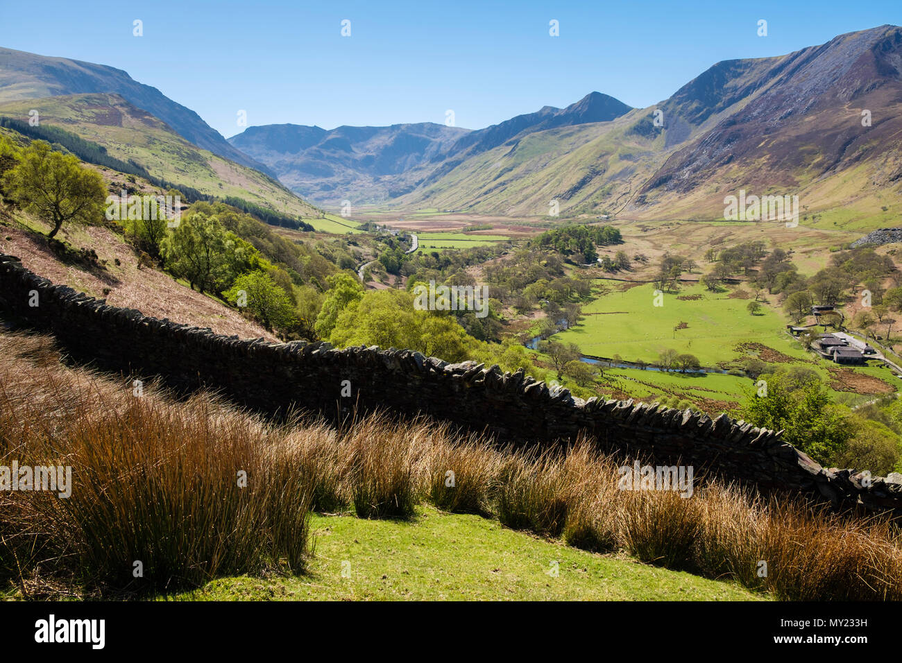 View up Nant Ffrancon valley towards Glyderau mountains of Snowdonia National Park (Eryri) in summer. Bethesda, Gwynedd, North Wales, UK, Britain - Stock Image