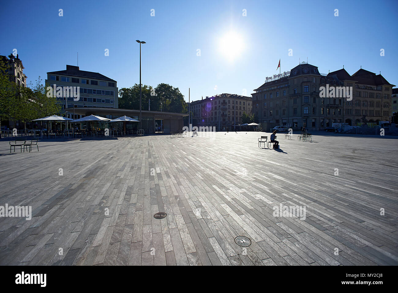 Sechseläutenplatz big square in front of the opera house in Zurich city centre in early morning summer sunshine - Stock Image