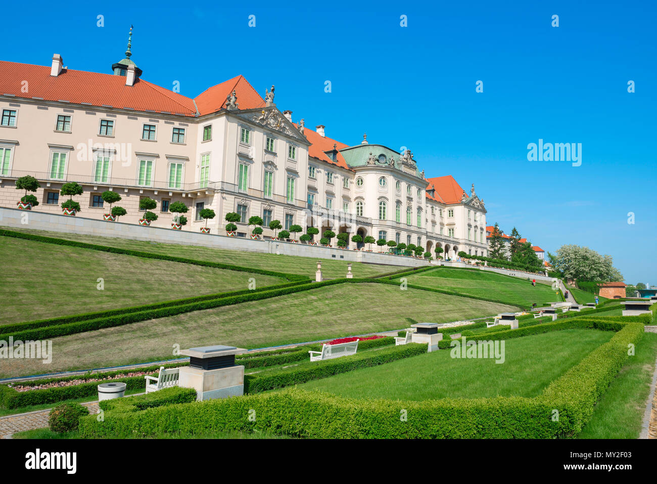 Royal Castle Warsaw, view of landscaped garden at the rear of the Royal Castle in Warsaw, Poland. - Stock Image