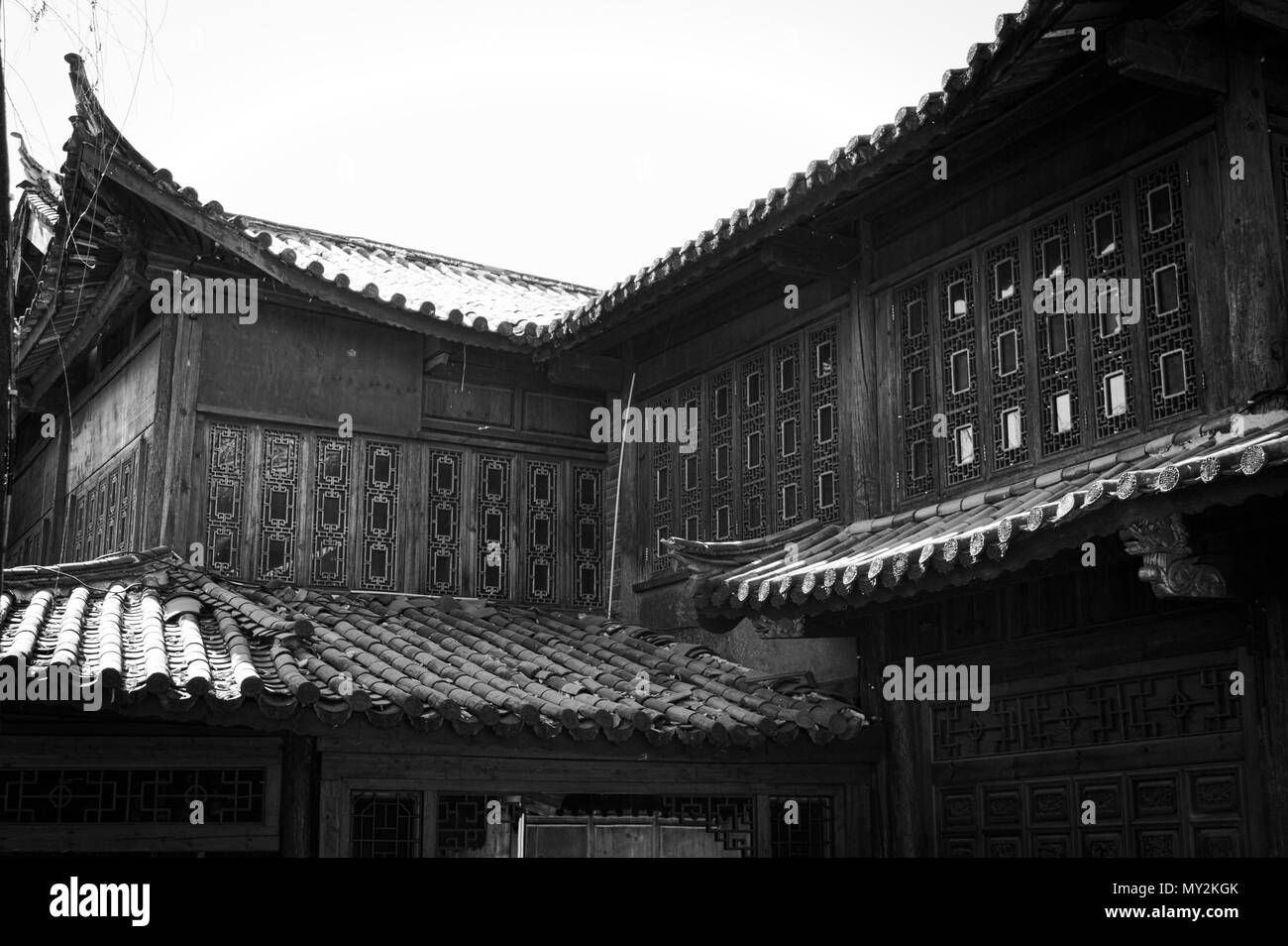 Architectural details of roofs and windows in the Old Town of Lijiang (Yunnan, China) - Stock Image
