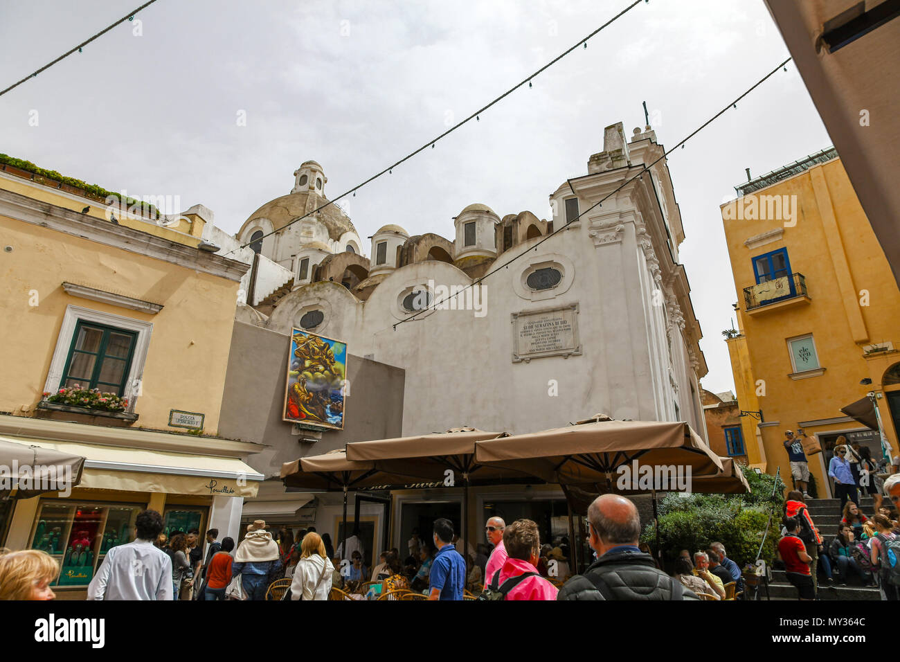 The church of Santo Stefano in a crowded Piazza Umberto, Capri, Campania, Italy - Stock Image