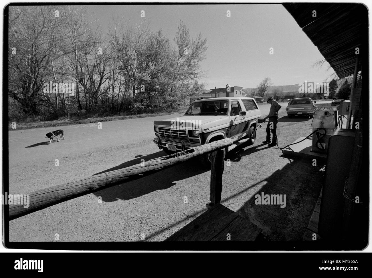 Wyoming USA 1988 Filling up a station wagon car with petrol. Filling up with fuel at small roiadside gas station. - Stock Image