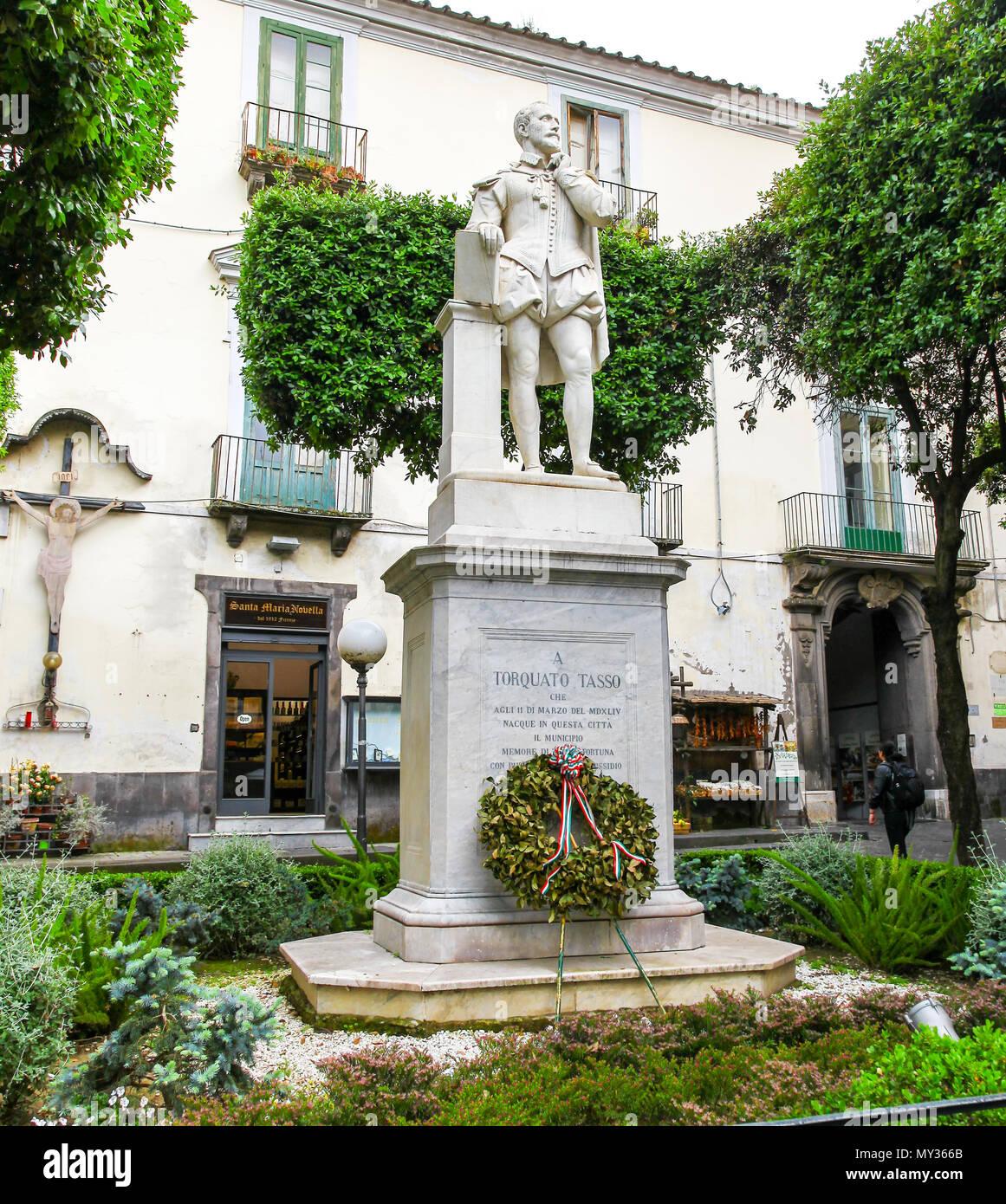 A statue of Torquato Tasso, an Italian poet of the 16th century, born in Sorrento in 1544, in Piazza Tasso, Sorrento, Italy - Stock Image