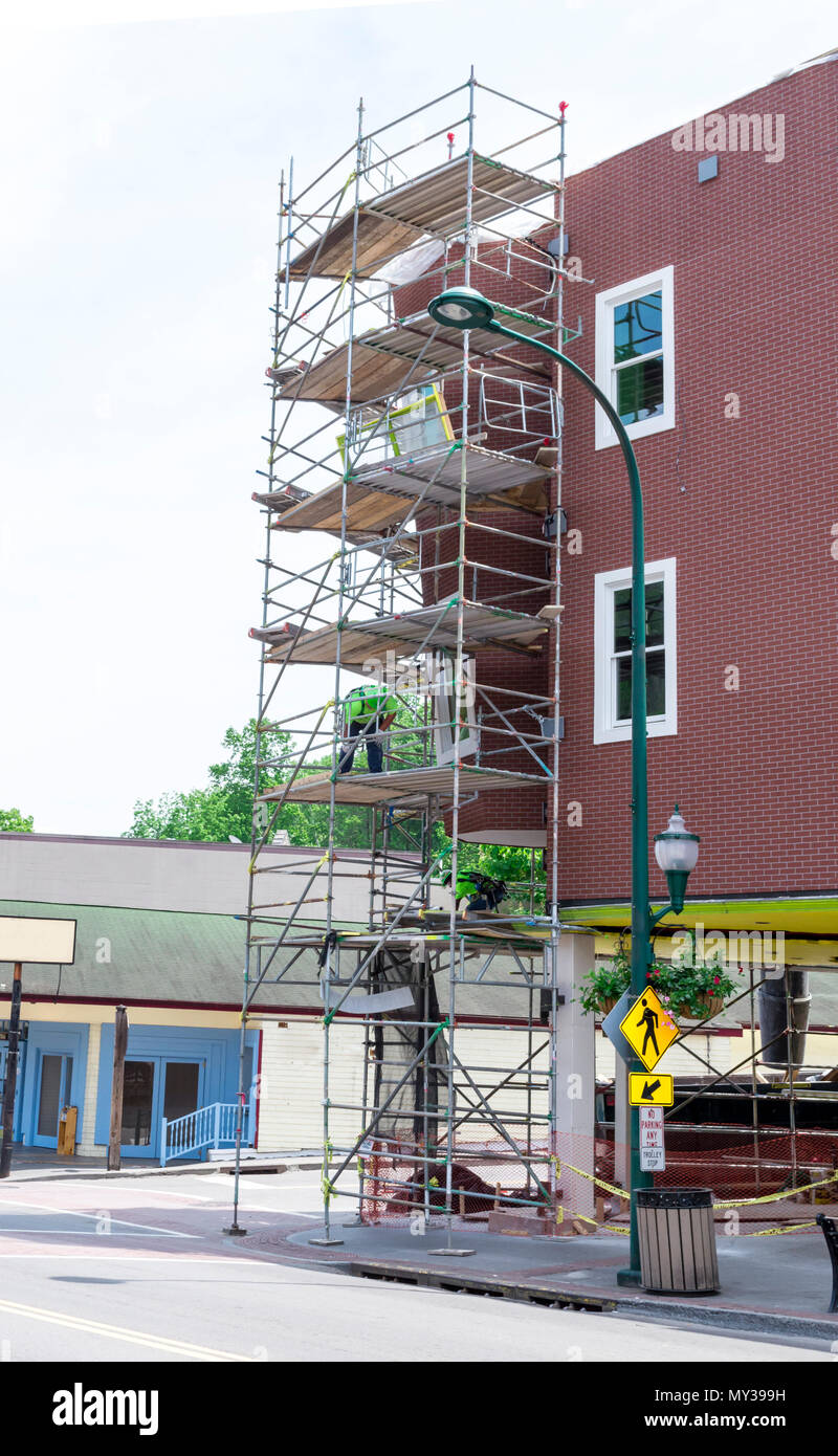 Gatlinburg,TN, USA – May 14, 2018: Workers renovating the Ripley's Believe it or Not building on the Gatlinburg strip. Focus is on the building. - Stock Image