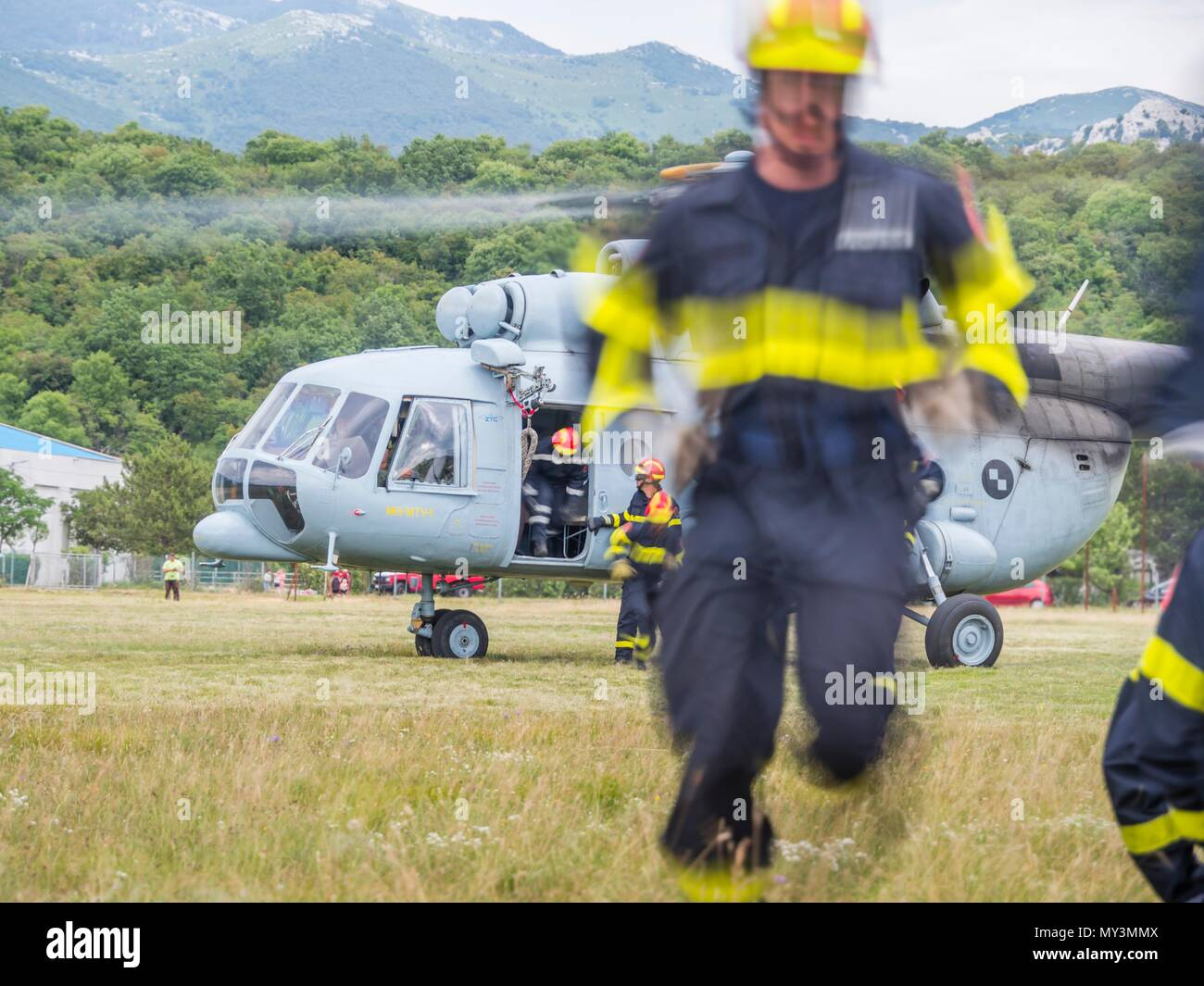 Croatia HRZ Croatian Air Force helicopter Mi-8 Mi8 MTV1 firefighters exercising Stock Photo