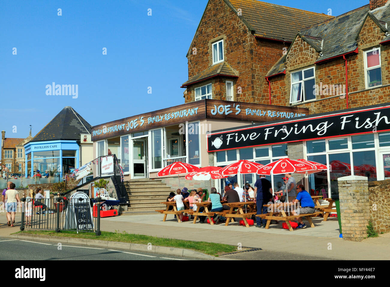 Hunstanton, fish shop, pavement, cafe, restaurants, holidaymakers, seaside resort, town, visitors, Norfolk, UK. - Stock Image