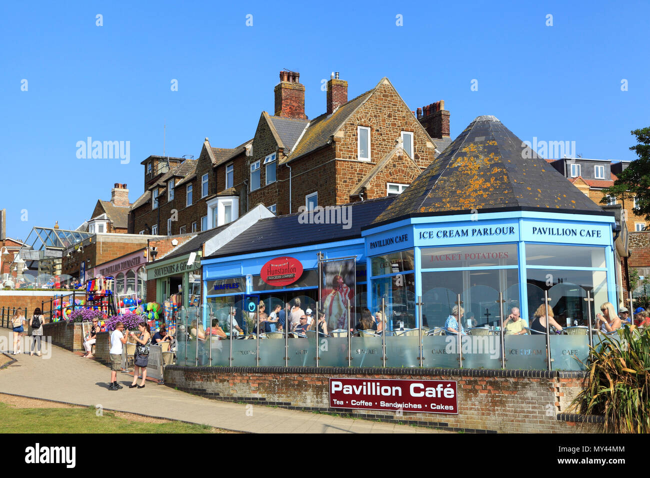 Hunstanton, shops, cafes, ice cream parlours, girt shops, seaside resort, town, Norfolk. - Stock Image
