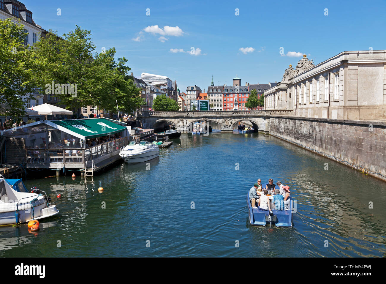 Goboat electric picnic boats in Frederikholm Canal towards the historic Marble Bridge, Marmorbroen, entrance to the Riding Ground at Christiansborg Stock Photo