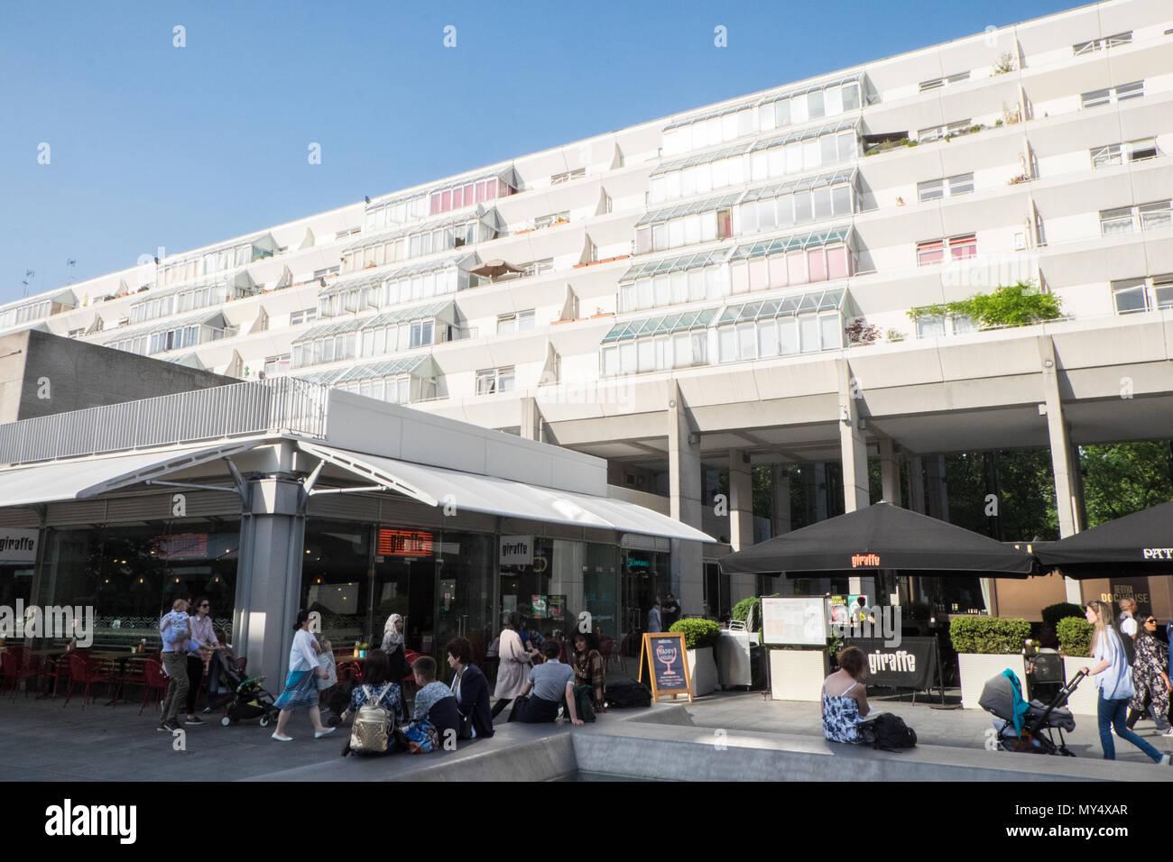 Brunswick,shopping,centre,and,luxury,flats,apartments,London,capital,England,UK,GB,English,British,Europe,European, - Stock Image