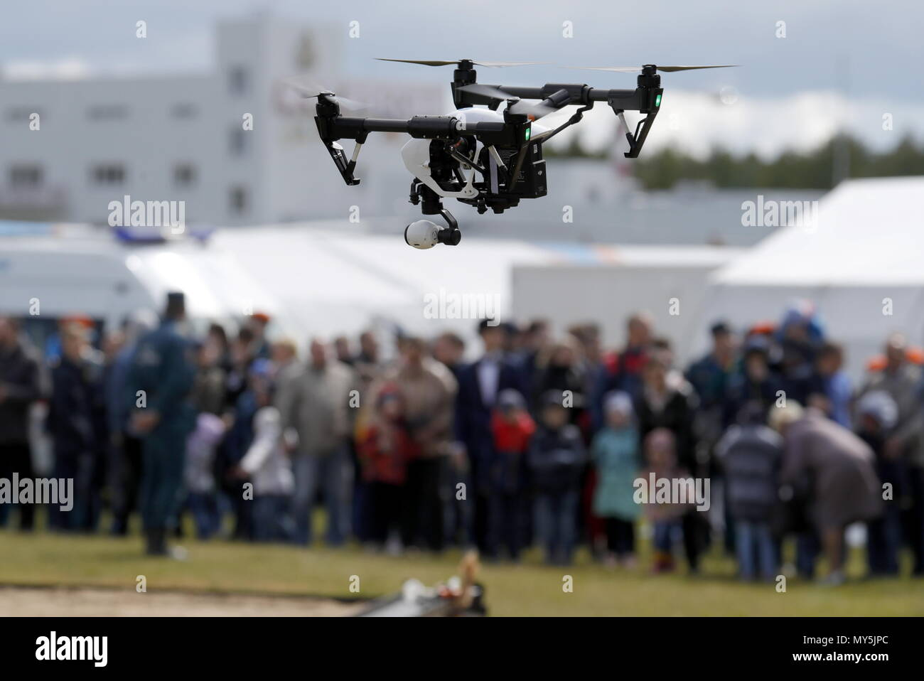 Moscow, Russia. 06th June, 2018. MOSCOW REGION, RUSSIA - JUNE 6, 2018: An emergency service drone in a demonstration flight at the 2018 Complex Safety, an international show and exhibition of safety and security equipment, in Noginsk, Moscow Region; the event was organised by the Russian Ministry of the Interior, and the Russian Ministry of Civil Defence, Emergencies, and Disaster Relief. Mikhail Japaridze/TASS Credit: ITAR-TASS News Agency/Alamy Live News - Stock Image