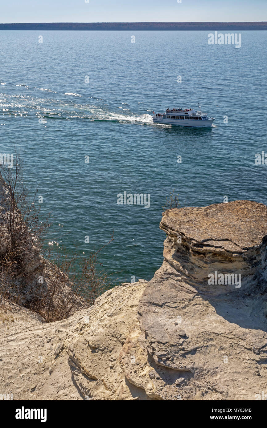 Munising, Michigan - A tour boat on Lake Superior passes the Miners Castle rock formation in Pictured Rocks National Lakeshore. - Stock Image