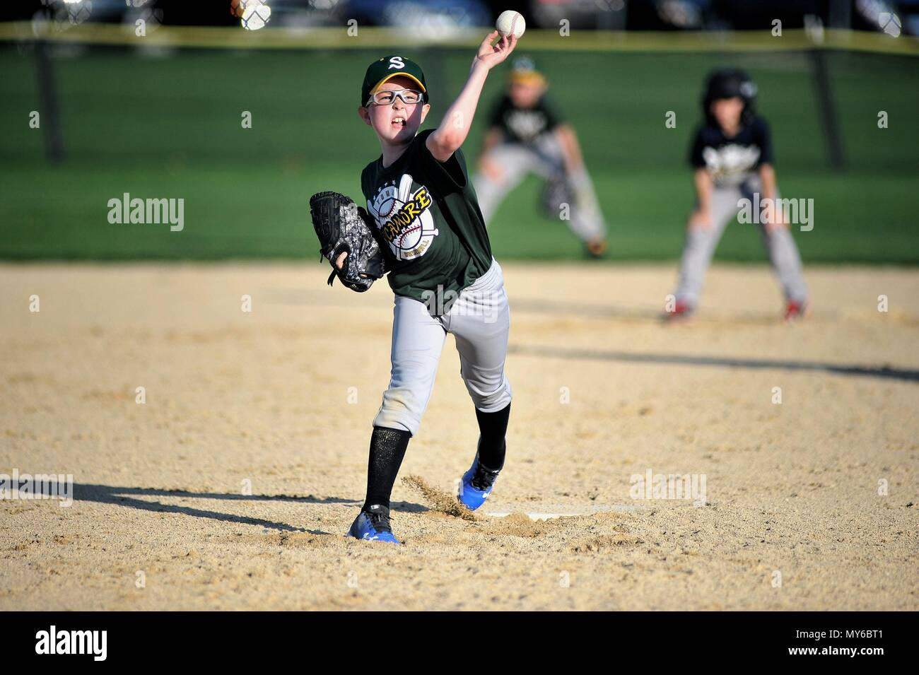 Sycamore, Illinois, USA. A young left-handed pitcher releasing a pitch during an organized community youth baseball game. - Stock Image
