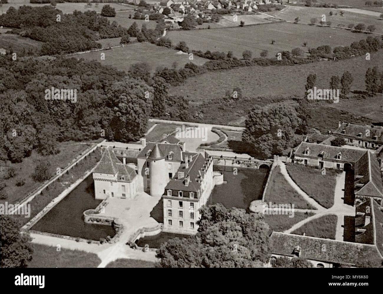 108 Chateau-boussay-aérien-communs - Stock Image