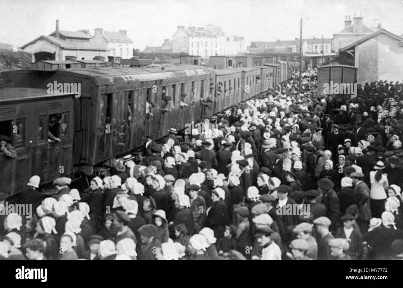 . Français: Gare de Tréboul: départ pour le front en 1914 . 19 October 2015, 05:57:03. Inconnu (1914) 203 Gare Treboul 1914 - Stock Image