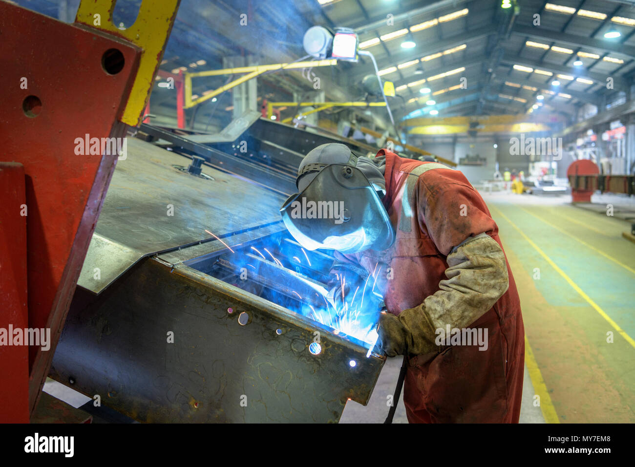 Welder working in trailer factory - Stock Image