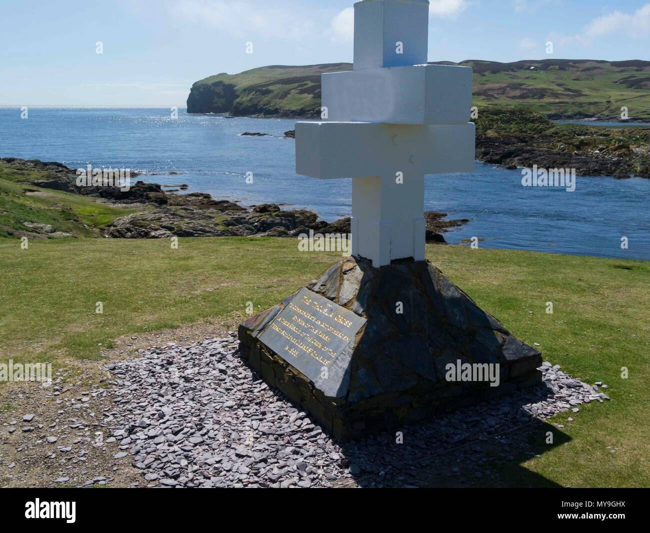The Thoula Cross  commemorates the heroism by men of Parish in rescue of crew of French Schooner 'Jeane St Charles' in 1858 The Sound Isle of Man - Stock Image