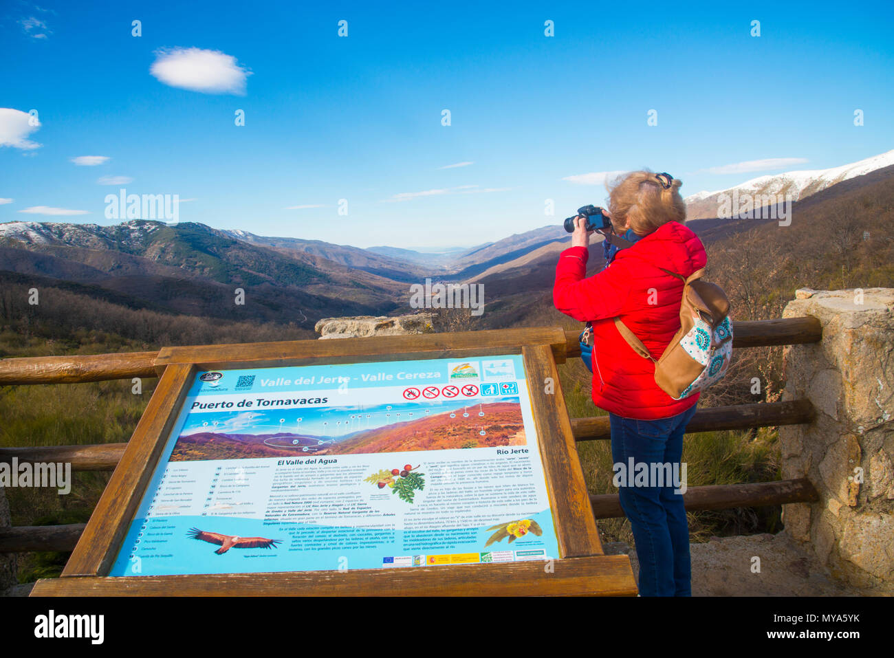 Woman taking photos at the viewpoint. Tornavacas Mountain Pass, Caceres province, Extremadura, Spain. - Stock Image