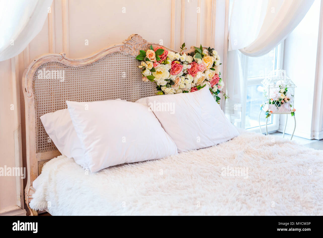 Enjoyable Beautiful Luxury Classic White Bright Clean Interior Bedroom Home Interior And Landscaping Staixmapetitesourisinfo