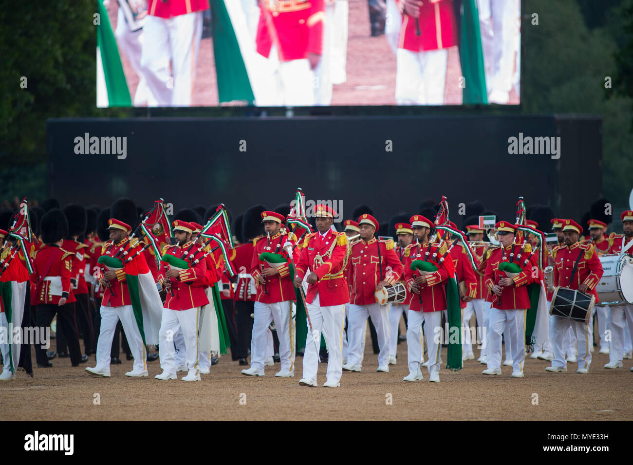 Horse Guards, London, UK. 6 June, 2018. The Band & Pipes of the United Arab Emirates join the Massed Bands of the Household Division on Horse Guards Parade in the annual celebration that is the Household Division's Beating Retreat in the presence of Minister for the Armed Forces, Mark Lancaster MP who takes the salute. Credit: Malcolm Park editorial/Alamy Live News - Stock Image