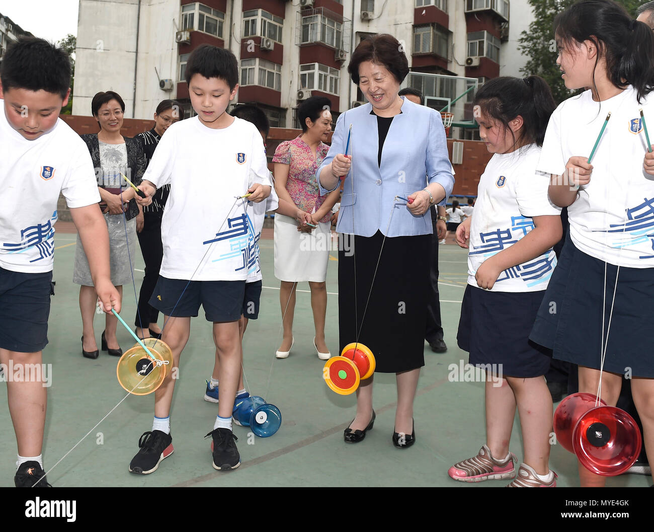 Beijing, China. 6th June, 2018. Chinese Vice Premier Sun Chunlan, also a member of the Political Bureau of the Communist Party of China Central Committee, visits a primary school in Beijing, capital of China, June 6, 2018. On Wednesday, the annual National Eye Health Day, Vice Premier Sun Chunlan ordered schools and health departments to do more to prevent shortsightedness among young people. Credit: Yan Yan/Xinhua/Alamy Live News - Stock Image