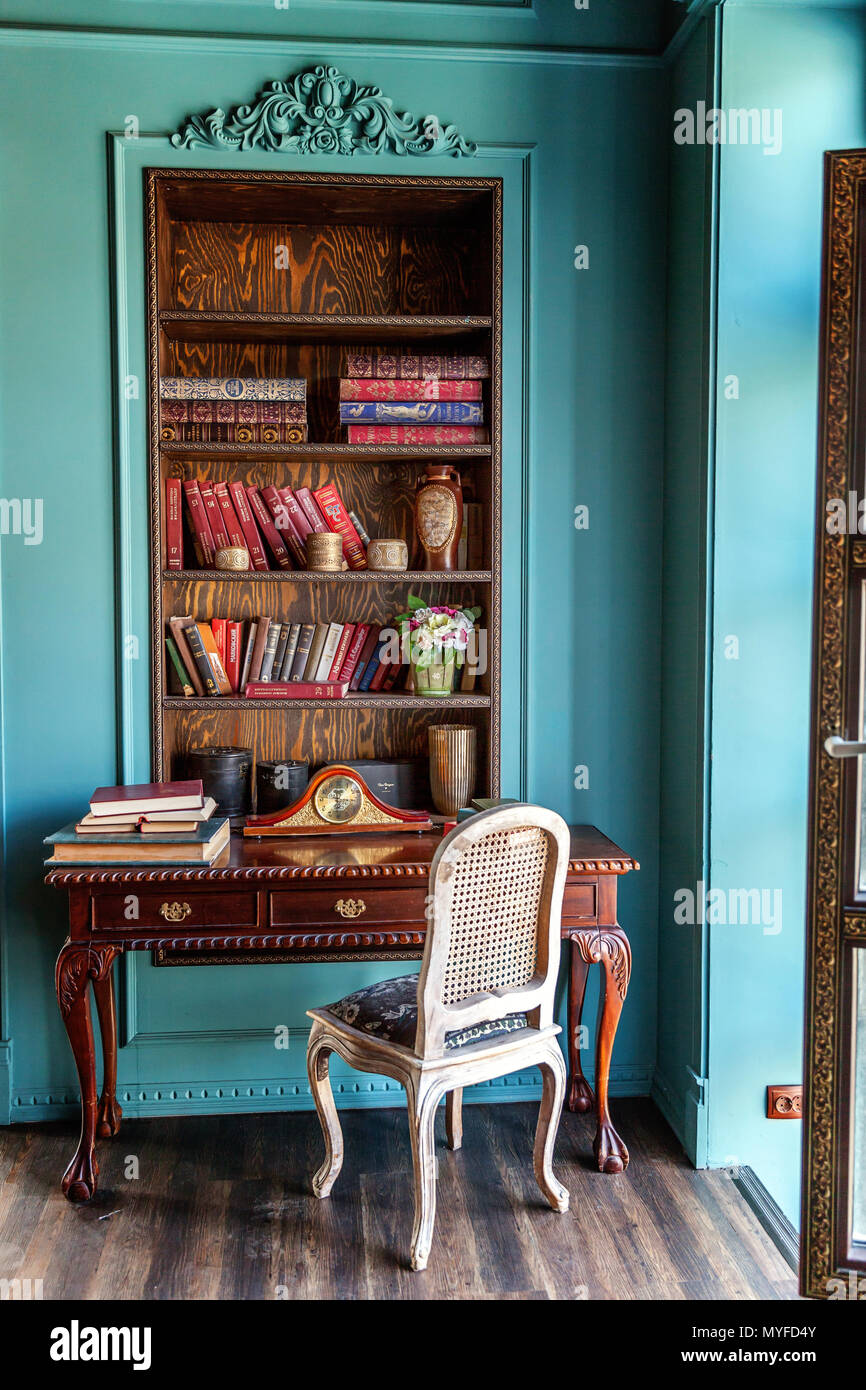 Home Library Furniture: Luxury Classic Interior Of Home Library. Sitting Room With