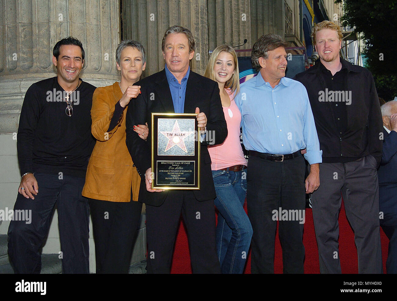 Cast Of Christmas With The Kranks.Tim Allen With The Cast Of Christmas With The Kranks