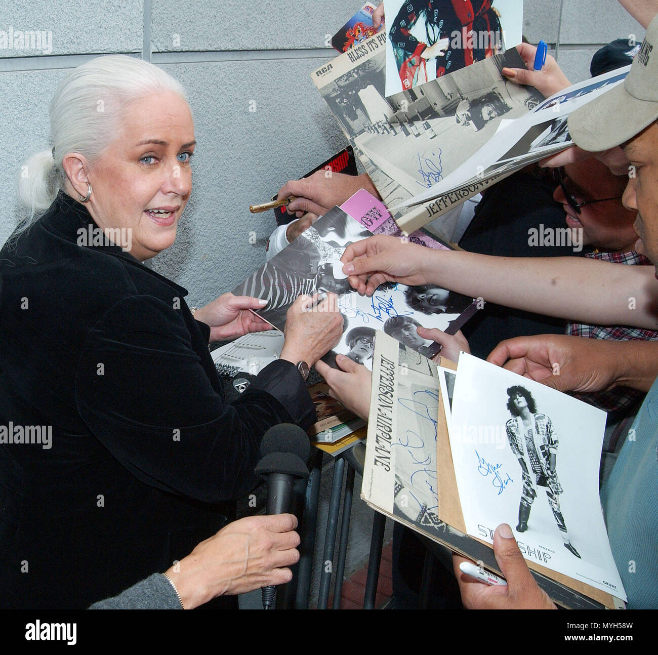 Grace Slick signing authograph after been inducted on the Rock Walk of Fame at the Guitar Center in Los Angeles. October 22, 2002.            -            GraceSlick_RockWalkOfFame03.jpgGraceSlick_RockWalkOfFame03  Event in Hollywood Life - California, Red Carpet Event, USA, Film Industry, Celebrities, Photography, Bestof, Arts Culture and Entertainment, Topix Celebrities fashion, Best of, Hollywood Life, Event in Hollywood Life - California, movie celebrities, TV celebrities, Music celebrities, Topix, Bestof, Arts Culture and Entertainment, Photography,    inquiry tsuni@Gamma-USA.com , Credit - Stock Image