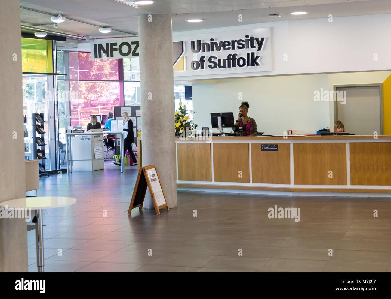 University of Suffolk INFOZONE reception area, Ipswich, Suffolk, England, UK - Stock Image