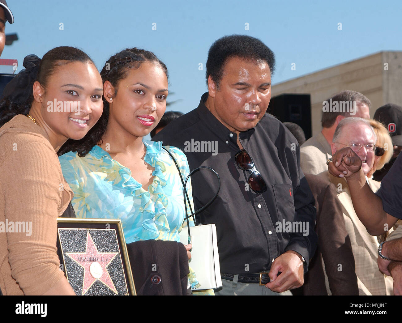 muhammad ali with daughters maymay and hanna at the ceremony for his
