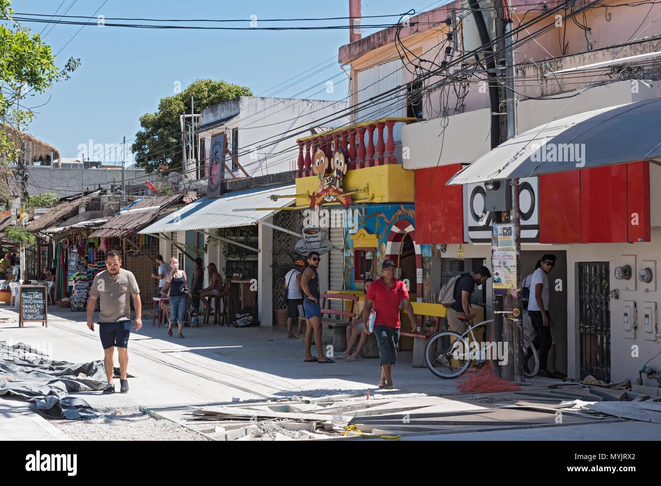 restaurants and tourists on avenida tulum, tulum, quintana roo, mexico - Stock Image