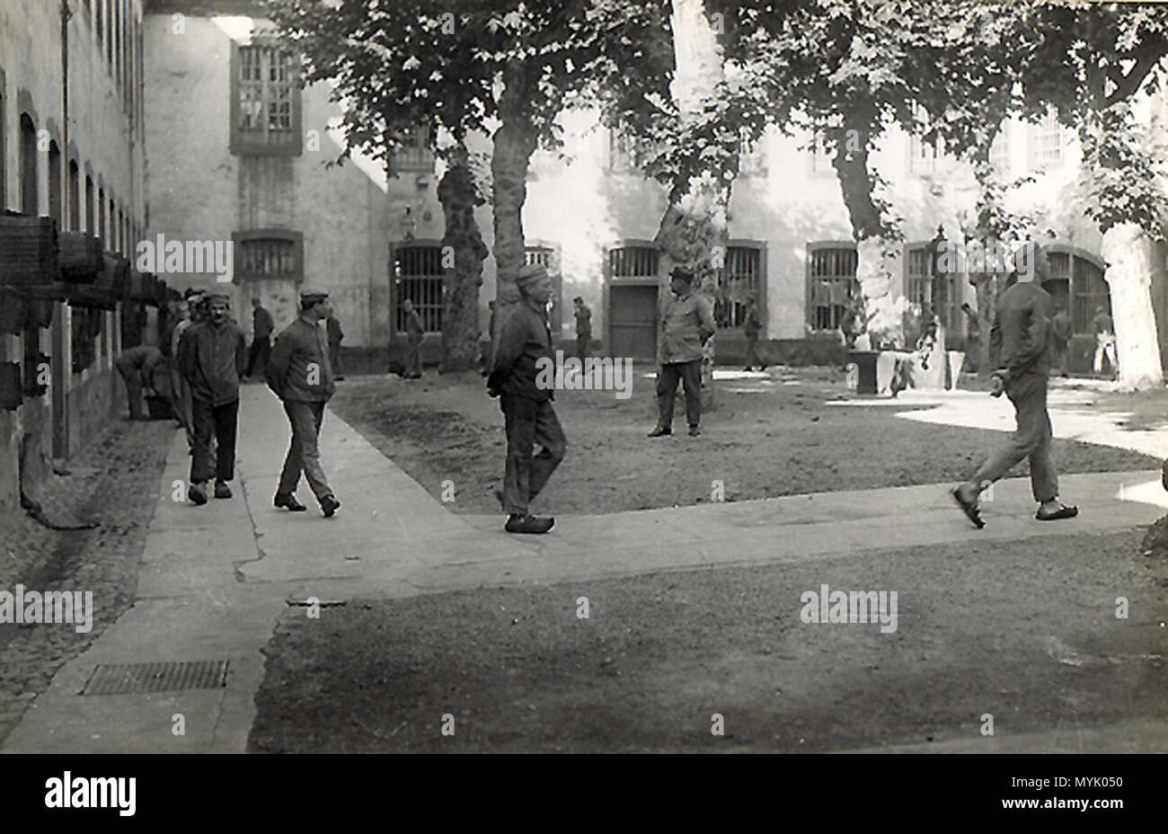 . Français: Prison Sainte-Marguerite de Strasbourg 1930. Promenades des détenus . 1930. Inconnu, 1930 505 Strasbourg Prison Sainte-Marguerite en 1930-04 - Stock Image