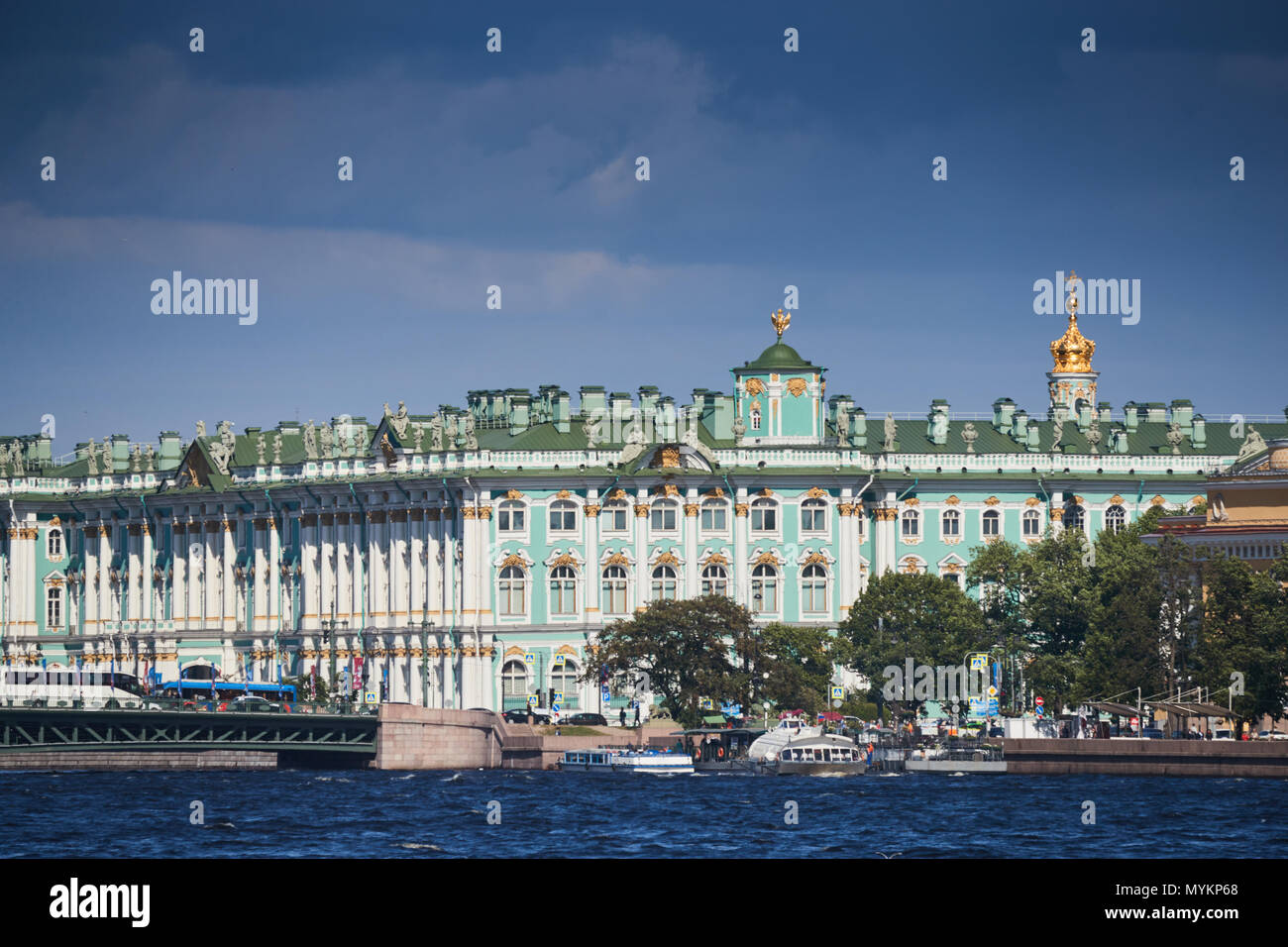 Russia, Saint Petersburg, The museum Hermitage, Palace Bridge, the Admiralty building, Andreevsky flag, sea navigation on the Neva River, the tourist - Stock Image