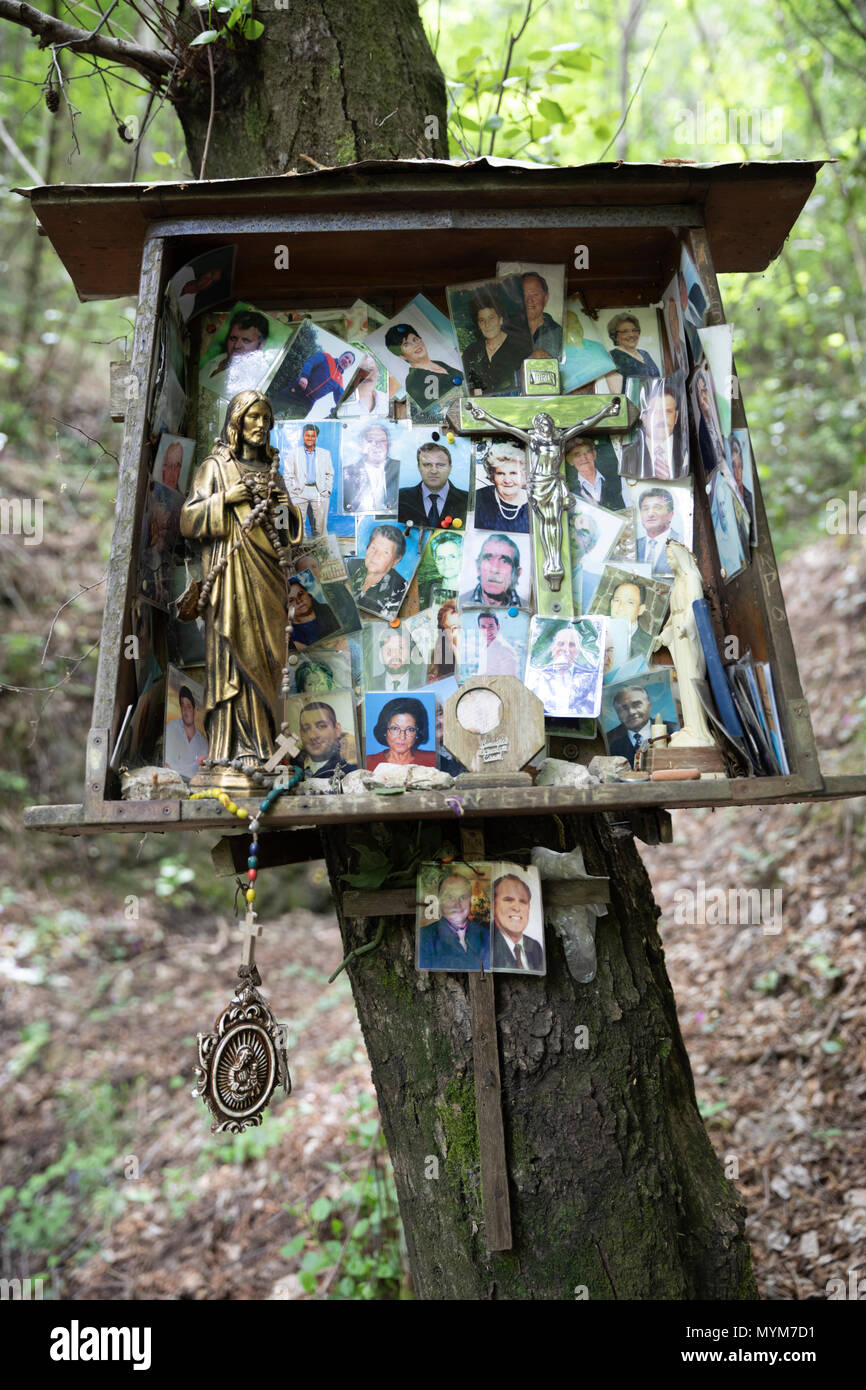 Woodland shrine for lost loved ones, Corpo di Cava, Campania, Italy, Europe - Stock Image