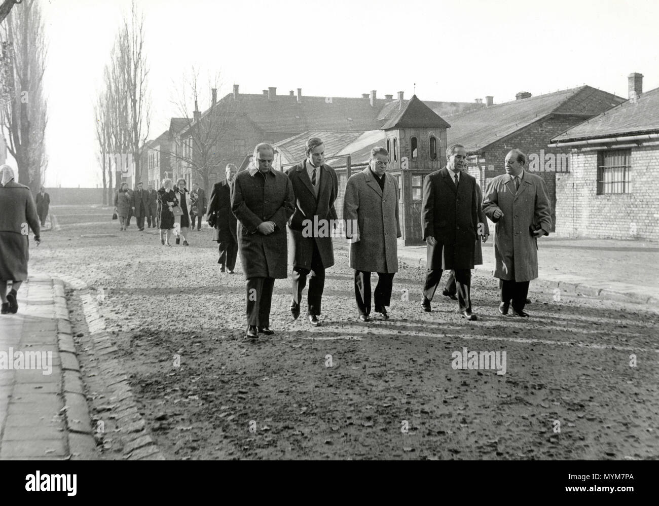 Politicians visiting concentration camps after WW2, Auschwitz, Poland 1940s - Stock Image