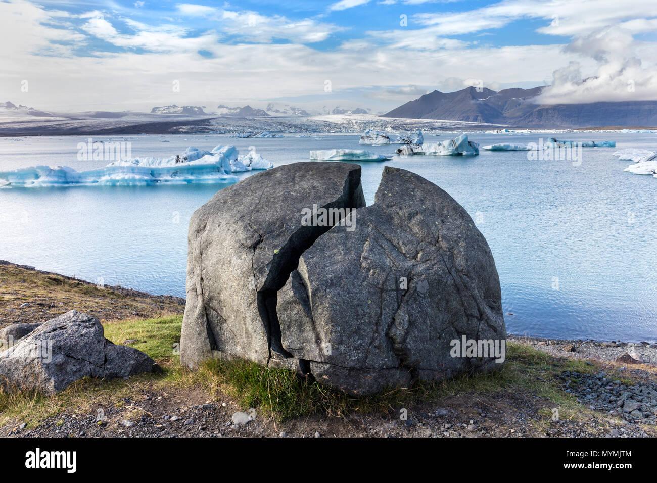 Split Rock and Icebergs Floating in the Jokulsarlon Glacial Lagoon Vatnajökull National Park Iceland Stock Photo