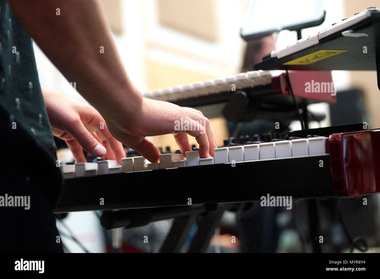 Montreal,Canada,6 Juin,2018.Close-up of a musician hands on synthesizer keyboard.Credit:Mario Beauregard/Alamy Live News - Stock Image