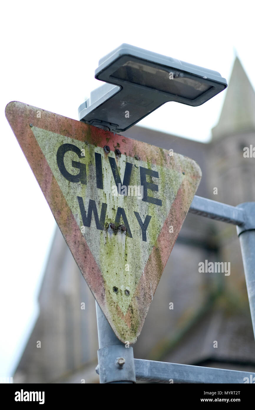 A dirty give way sign - Stock Image