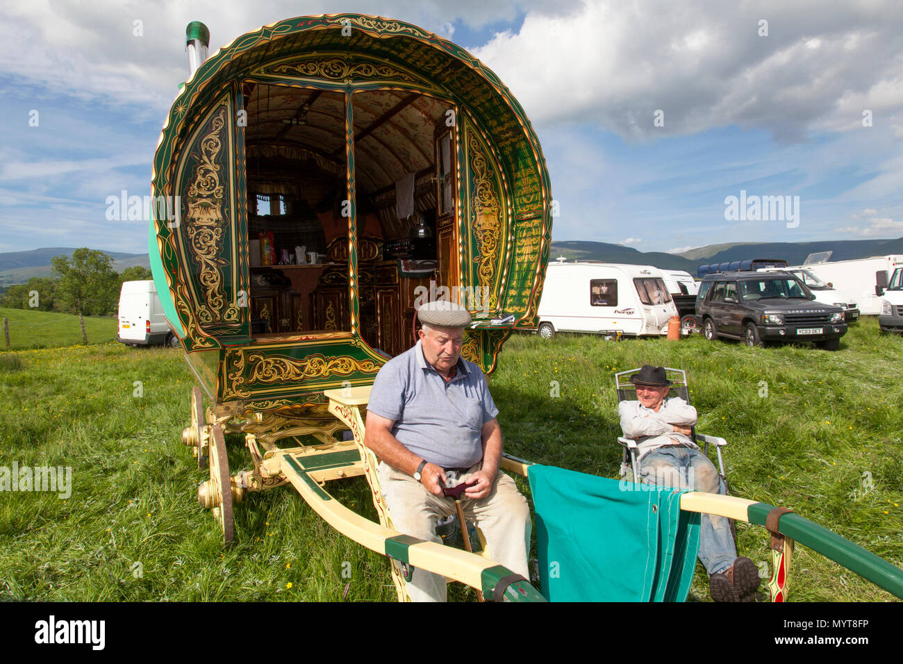 Appleby-in-Westmorland, U.K. 7th June 2018. Travellers  at the Appleby Horse Fair. The fair has existed since 1685 under the protection of a charter granted by King James II. Starting the first week in June and running for a week the fair is visited by Romany Gypsies, Horse Dealers and Travellers from across Europe. Credit: Mark Richardson/Alamy Live News Stock Photo